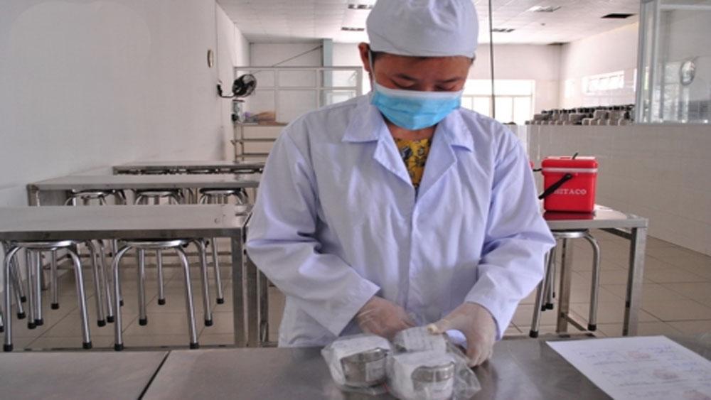 Ngộ độc thực phẩm, hàng chục công nhân nhập viện